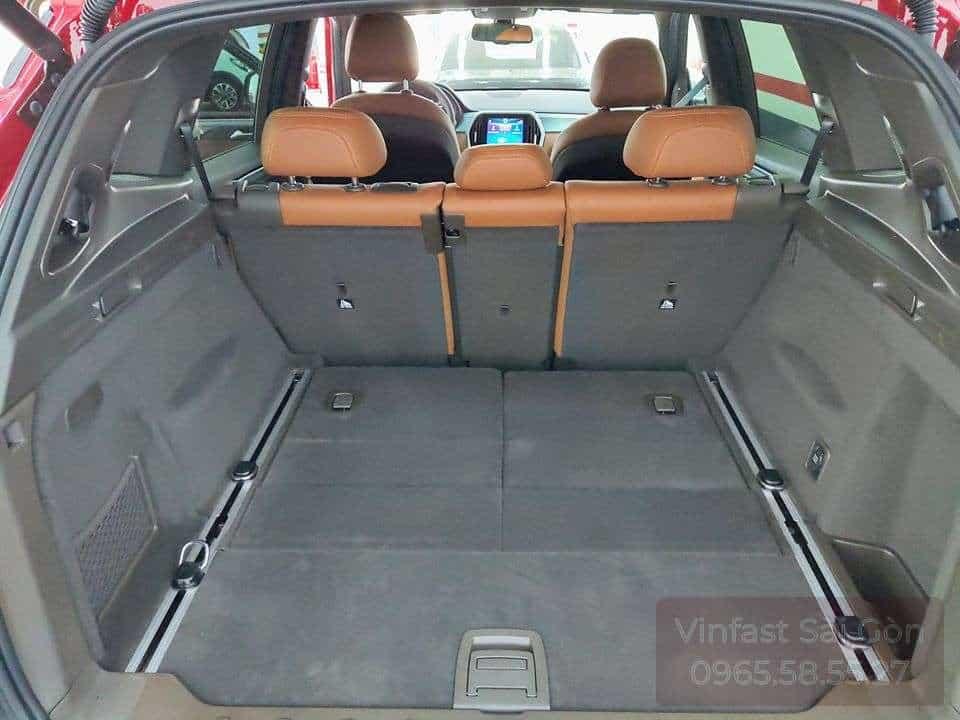 Khoang chứa đồ xe VinFast Lux SA2.0 khi gập hàng ghế thứ 3