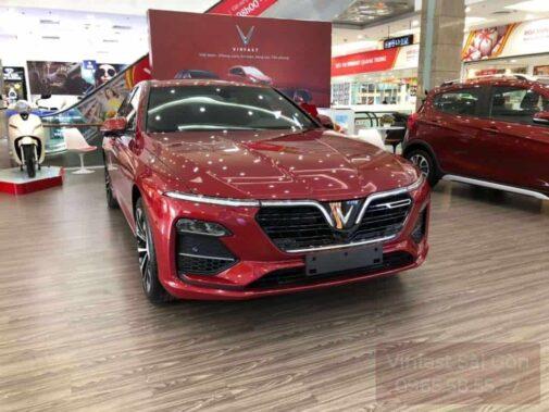 xe vinfast lux a màu đỏ mệnh hỏa