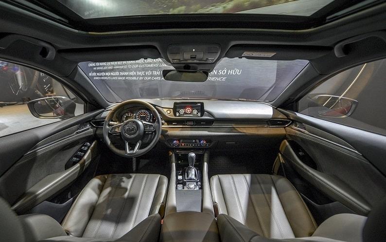 So sánh VinFast Lux A2.0 và Mazda 6: Kẻ tám lạng, người nửa cân