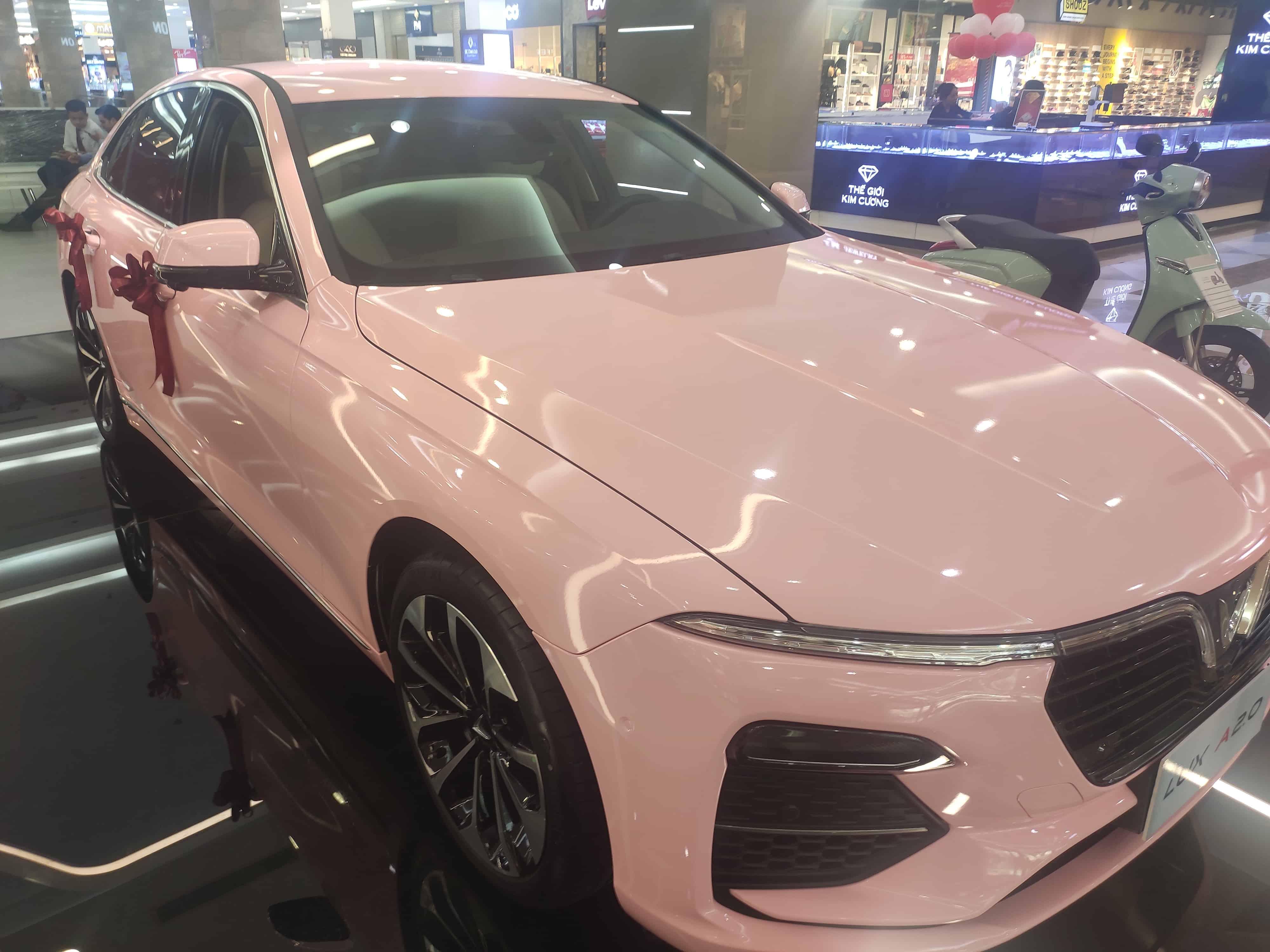 vinfast lux a2.0 màu hồng