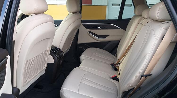 Hàng ghế sau Lux SA2.0 bọc da cao cấp sang trọng