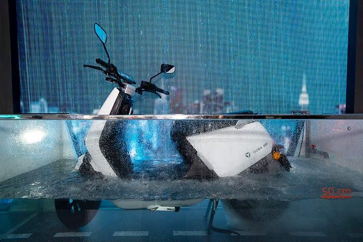 Xe máy Yadea đang được thử nghiệm chống nước