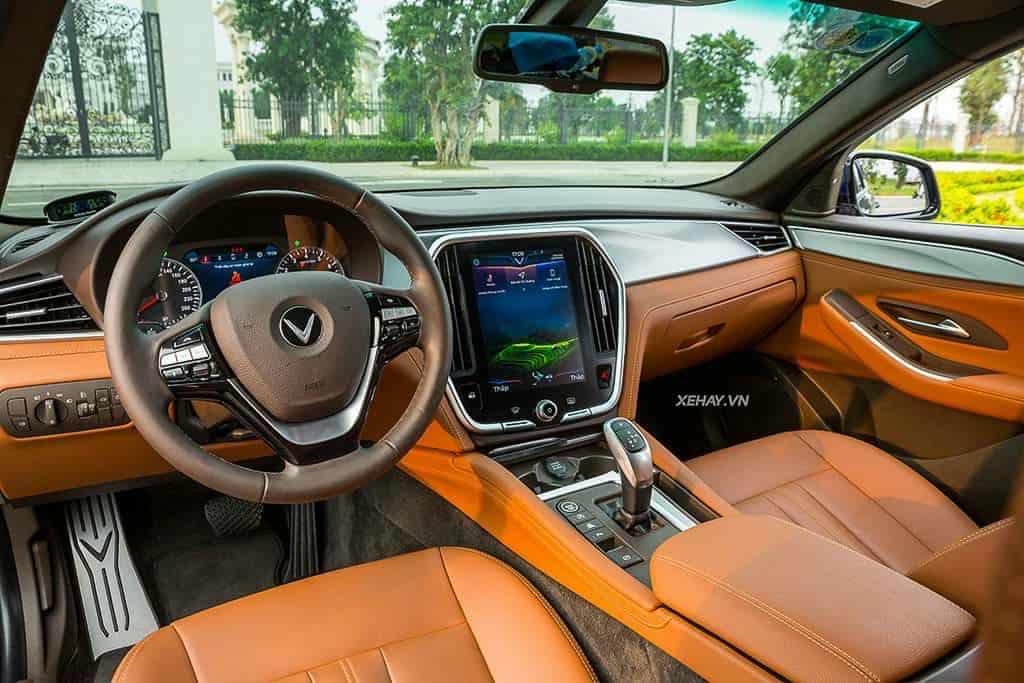 hàng ghế trước nội thất da nappa Nâu, táp lô ốp nhôm của VinFast Lux A2.0 bản cao cấp (premium)