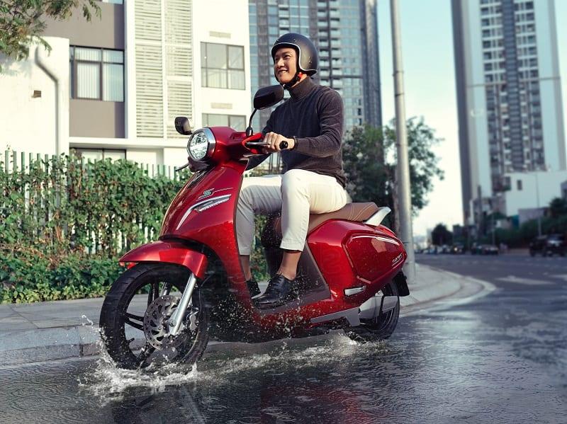Xe máy điện VinFast Klara trang bị khả năng chống nước đạt tiêu chuẩn IP67 (Nguồn: vinfastauto.com)