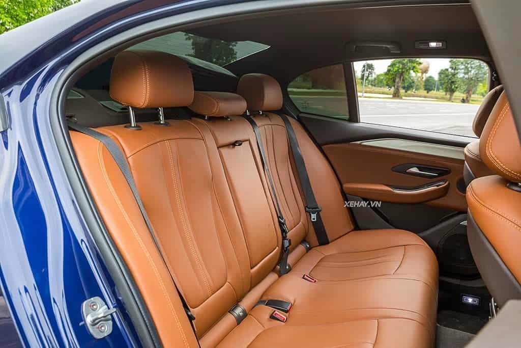 hàng ghế sau nội thất da nappa Nâucủa VinFast Lux A2.0 bản cao cấp (premium)