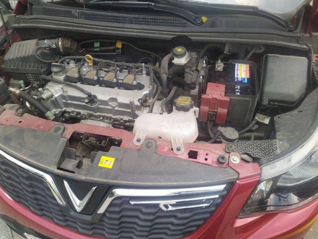 khoang động cơ xe vinfast fadil chứa ắc qui xe