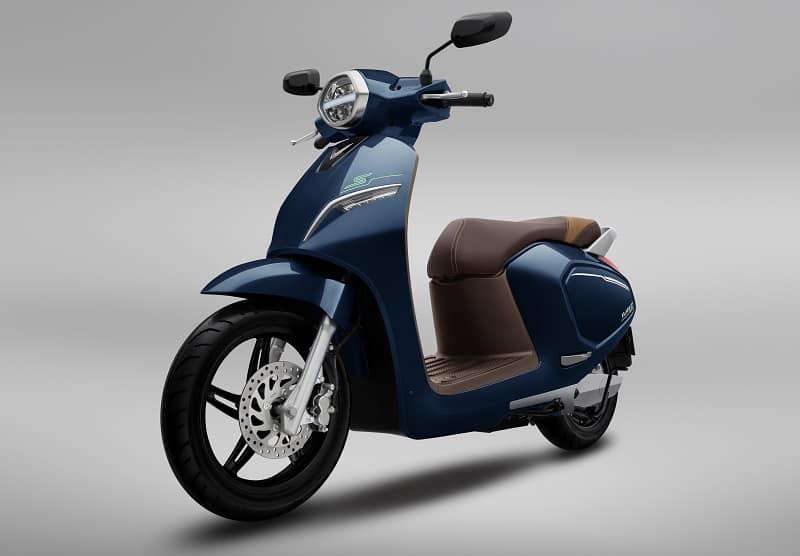 Có thể sạc xe máy điện VinFast Klara S qua đêm mà không lo ảnh hưởng tuổi thọ pin (Nguồn: vinfastauto.com)