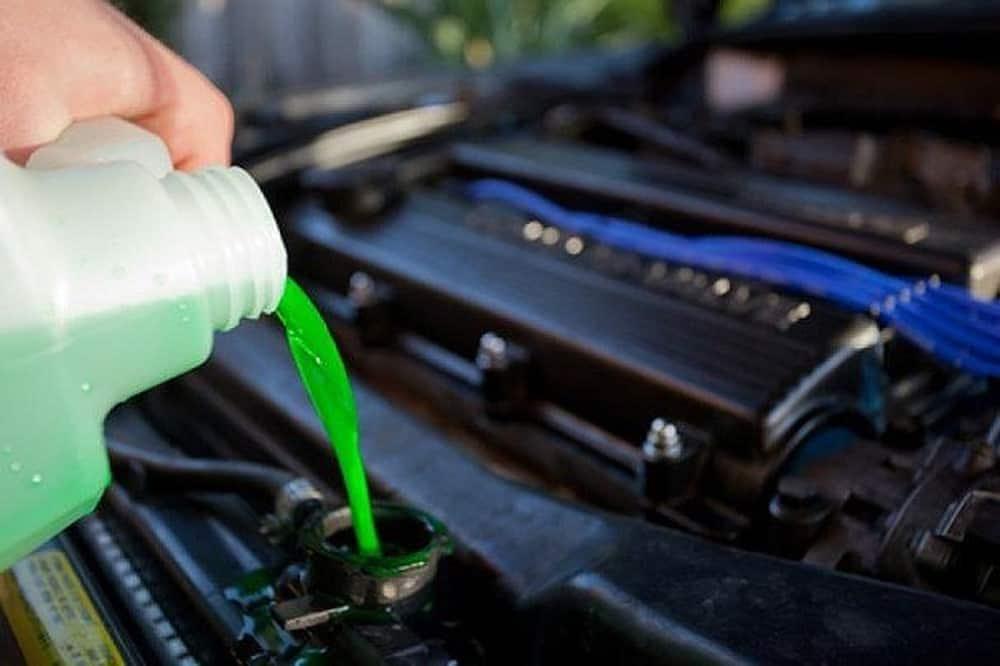 thay nước làm mát ô tô