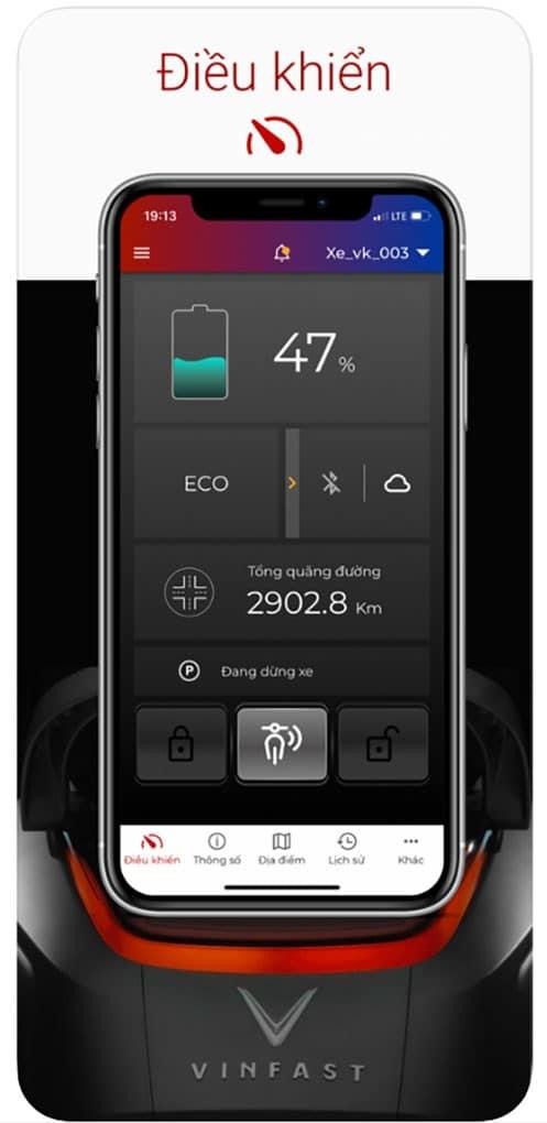 Màn hình điện thoại hiển thị bảng điều khiển ứng dụng cho xe máy điện vinfast