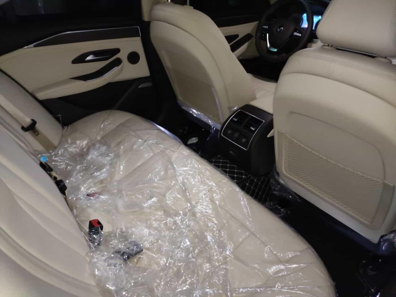 hàng ghế sau nội thất da nappa be của VinFast Lux A2.0 bản cao cấp (premium)