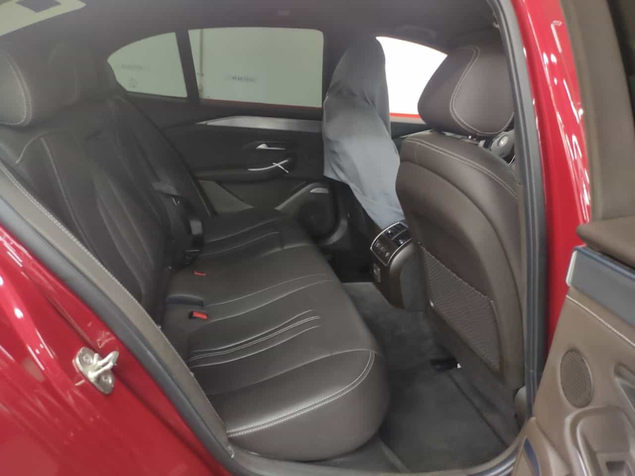 hàng ghế sau nội thất da nappa đen của VinFast Lux A2.0 bản cao cấp (premium)
