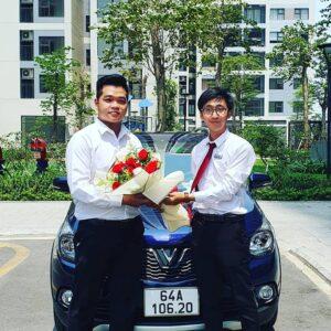 Bàn giao xe VinFast Fadil màu xanh tại khu chung cư khách hàng ở bởi chuyên viên Trần THịnh Hưng