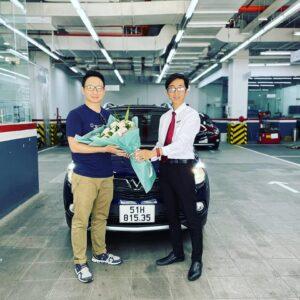 lễ bàn giao xe vinfast fadil cho khách hàng bởi chuyên viên Trần Thịnh Hưng