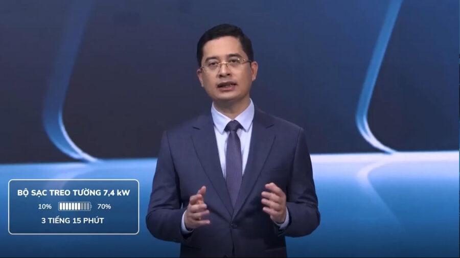 ông Hoàng Chí Trung nói về bộ sạc treo tường xe điện VinFast
