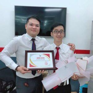 lễ trao bằng khen danh hiệu xuất sắc cho Trần Thịnh Hưng
